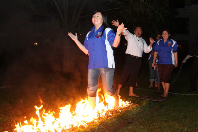 Training Motivasi FireWalk